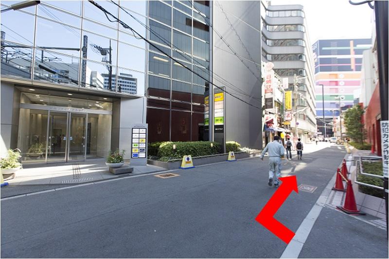 3. 阪急ファイブアネックスさんが目印